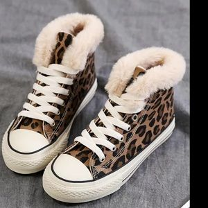 FINAL PRICE‼️ BOUTIQUE HIGH-TOP LEOPARD SNEAKER